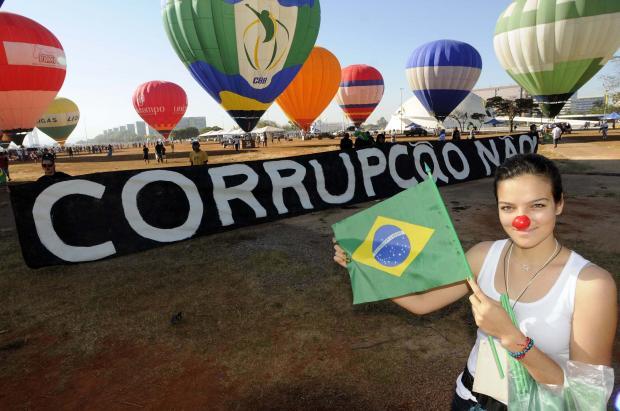 Marcha (espontânea e apolítica!) contra Corrupção na Esplanada dos Ministérios em Brasília. 7/9/11. Foto: Cadu Gomes // Fonte: @LidPSDBsenado
