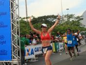 Cátia Caldeira corre descalça a Maratona do Rio/2011 (Foto: Ativo.com)