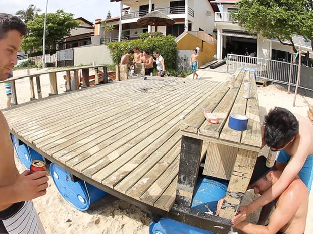A Constru 231 227 O De Um Mega Flutuante Caseiro Papodehomem