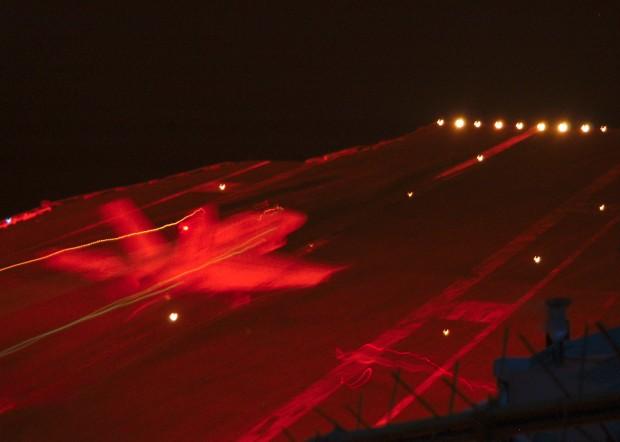 Um pouso noturno em um porta-aviões. USS Enterprise, janeiro de 2004.