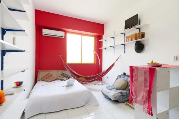 Minha casa. O Mac não é meu. Foto de Claudia Regina. Tirada do Airbnb, onde alugo o apê.