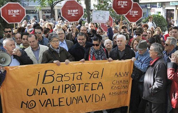 Enquanto os espanhóis perdem suas casas, o ex-CEO denunciado na justiça recebe aposentadoria milionária
