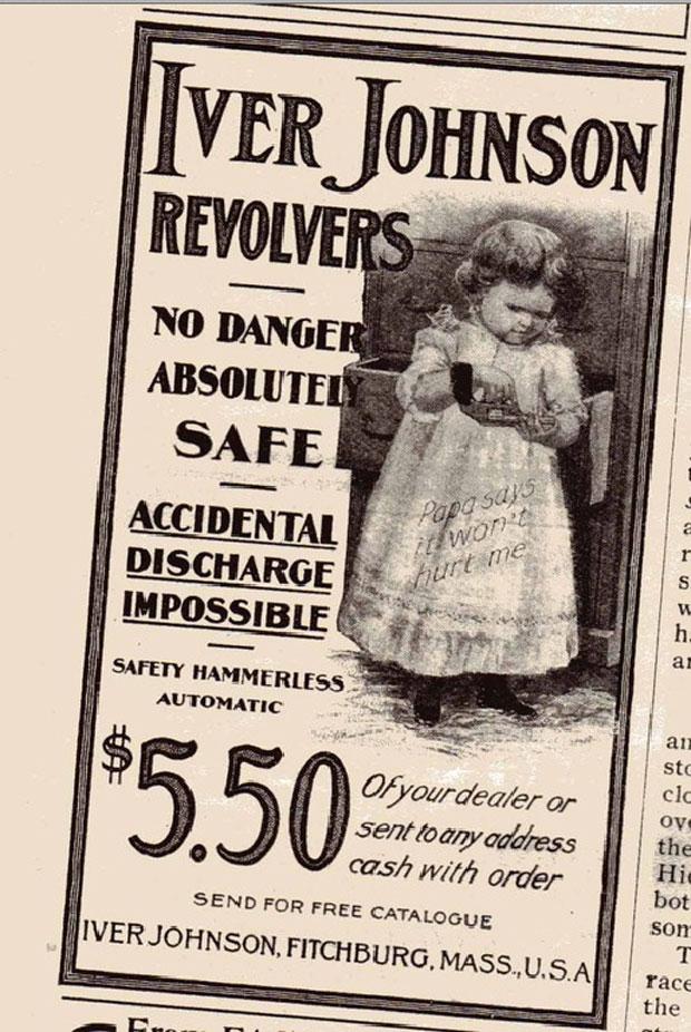 """Não há perigo! Absolutamente seguro! """"O papai disse que ela não pode me machucar"""" (escrito na barra da saia da menina com um revólver na mão)"""