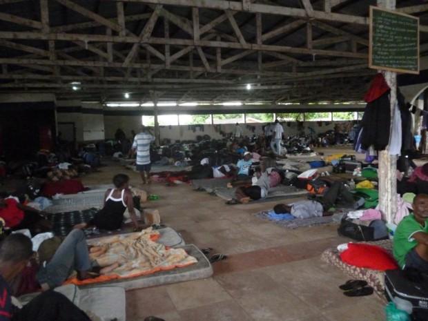 Alojamento de imigrantes haitianos na fronteira do Brasil.