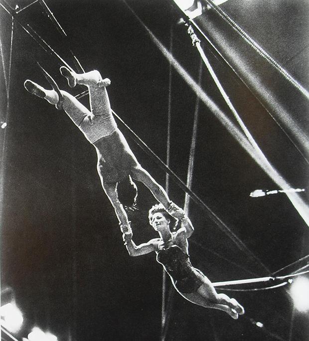 The Flying Concellos, o maior casal trapezista da história do circo: Antoinette confiava em Arthur, mas poderia Arthur prever, por exemplo, uma cãibra? (Crédito: U.S. National Archives)