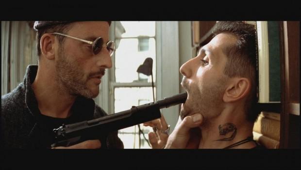 """4cc5a8e574a8a Filme """"topo da estante"""", não bastava ter o melhor vilão e a melhor mocinha  da história do cinema, mas também o assassino número um da França."""