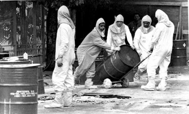 Limpeza da área contaminada pelo Césio 137 em Goiânia, que produziu 13.500 toneladas de lixo radioativo.