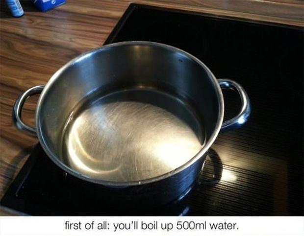 """""""Primeiro de tudo: ferva meio litro de água"""""""