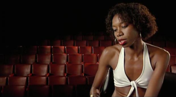 Em Jogo de cena (2007), Coutinho apresenta depoimentos de mulheres e os mesmos depoimentos interpretados por atrizes