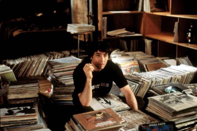 Afinal, mais legal que ouvir música sempre foi organizar a coleção de discos