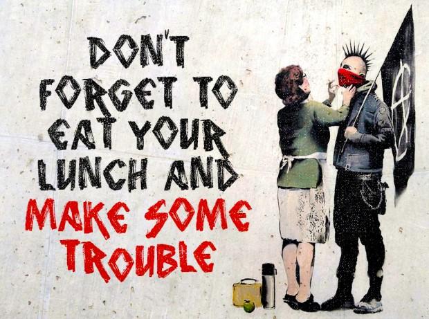 """""""Não se esqueça de comer direitinho e de criar confusão."""""""
