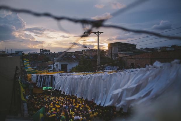 A Rua 3, em Manaus, foi eleita a rua mais bonita do Brasil. Os moradores gastaram mais de R$ 60 mil na decoração.