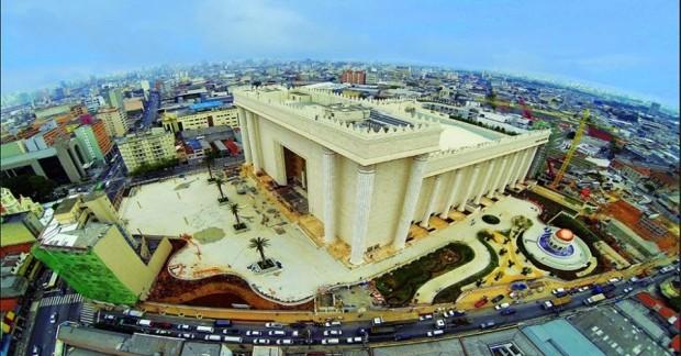 O Templo de Salomão, sede mundial da Igreja Universal do Reino de Deus, construída no distrito do Brás, São Paulo