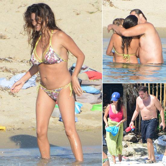 Após dar a luz, com seu marido na praia